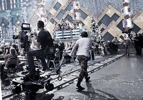 Снимают фильм в окружении декораций