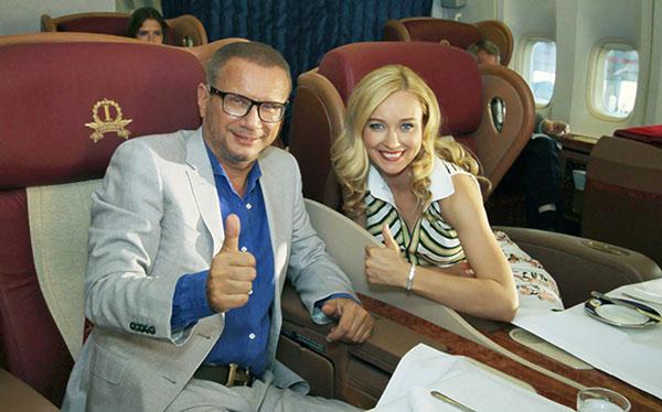Андрей Ковалев в самолете с Булгаковой