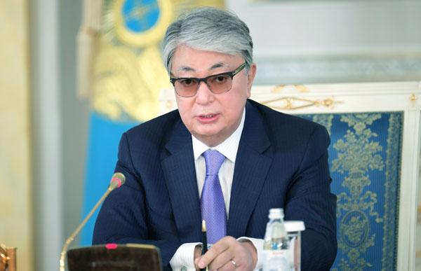 президентом является Касым-Жомарт Кемелевич Токаев