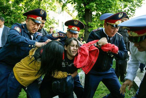 реакцией властей на незаконные митинги
