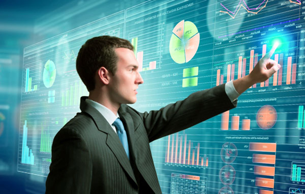 Анализирует данные для бизнеса