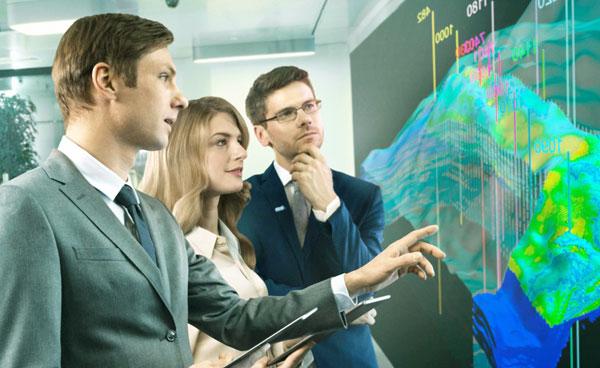 Бизнес аналитик обсуждает стратегию