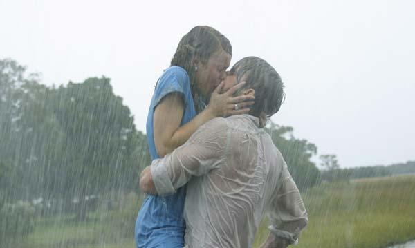 Поцелуи влюбленных под дождем