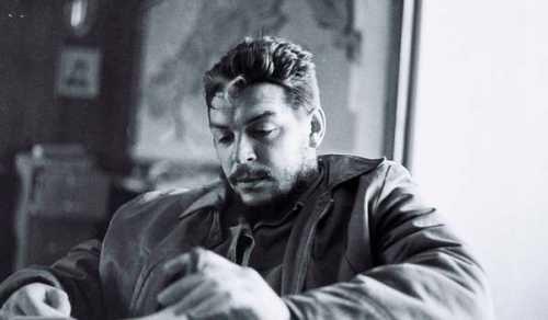 Кубинский революционер в работе