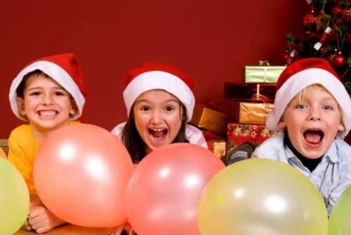 Дети на Новый год веселятся