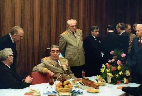 Праздничный стол Генсека СССР