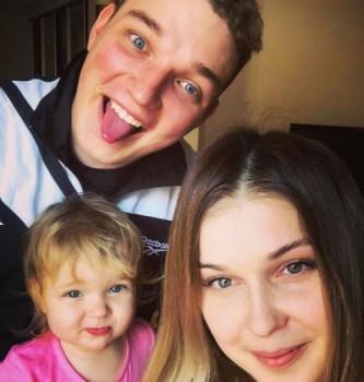 Диана Биль с дочкой и Эдиком