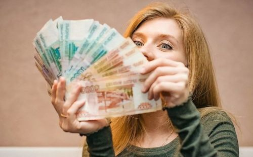 Ей повысили заработную плату