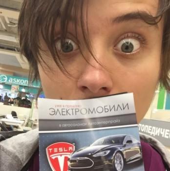 Ивангай купил Теслу