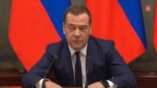 Медведев заявил об отставке правительства