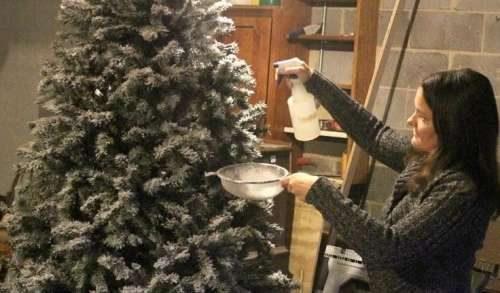 Убрать искусственный снег с елки