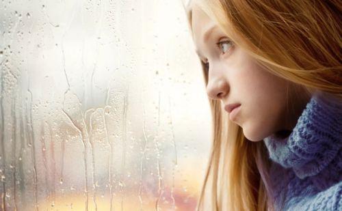 девушка без настроения печальная
