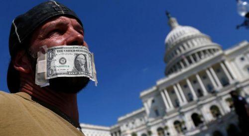 Доллар залепил им рот