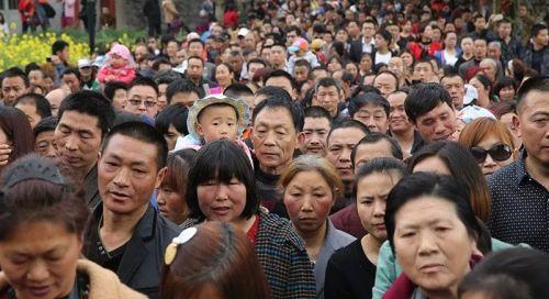 Очень много китайцев
