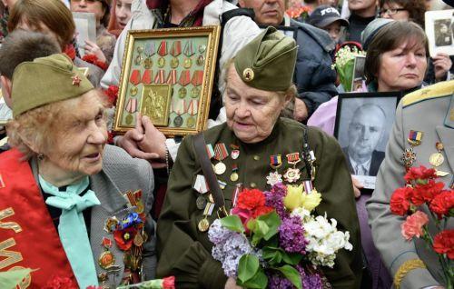 Празднуют Юбилей победы над германией