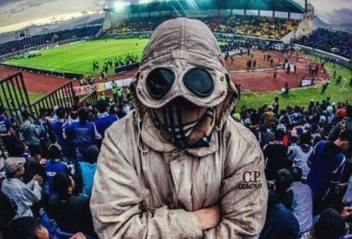 Хулиганы на стадионе