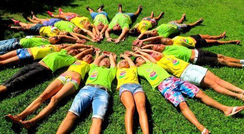 дети в лагере летом