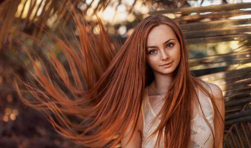 девушка длинные волосы красивая